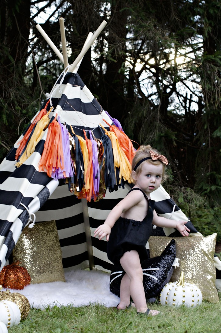 Glam Fete tissue paper tassel garland  for Halloween and Fall Party
