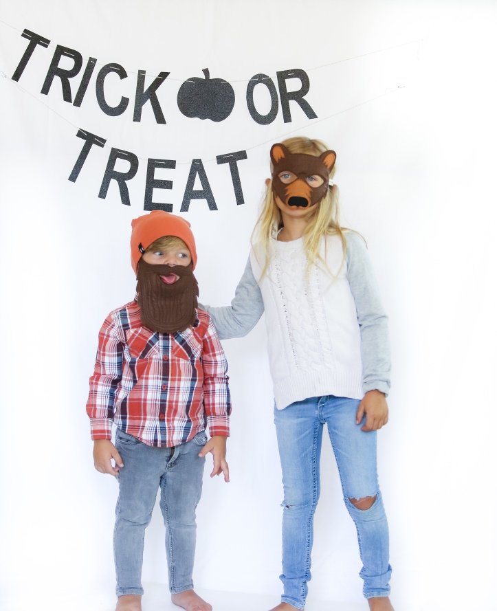 Glam Fete Trick or Treat word banner in black glitter \ Fall decor and Halloween Party